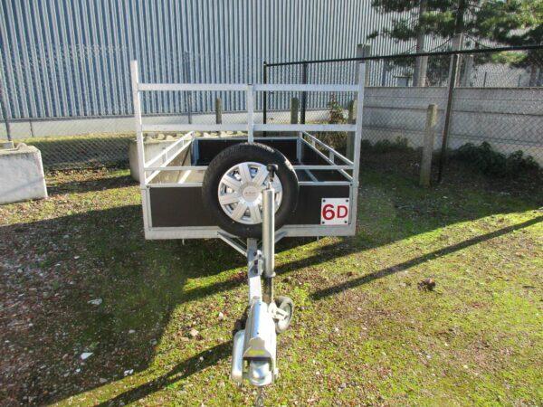 Verhuur nr 6D, bakwagen, ongeremd, enkellas, HTG 750kg, L2570mm x B1310mm, schotten 300mm, dagprijs € 30,00