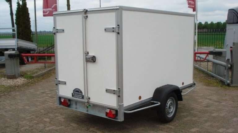 Gesloten aanhangwagen, enkel as, L=2000mm, B=1250mm x H=1500mm, enkel as, ongeremd, panelen van Fins berkhout, kleur wit, deur 15mm dik, prijs € 1488,00 ex btw